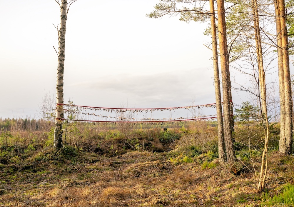 Feather banner at the edge of the former marshland that is now a peat mine at Läntineva, Ylistaro.jpg